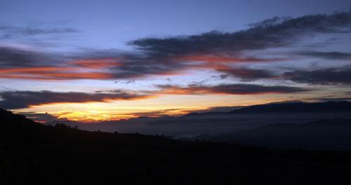 zonsopgang bij Talamanca gebergte